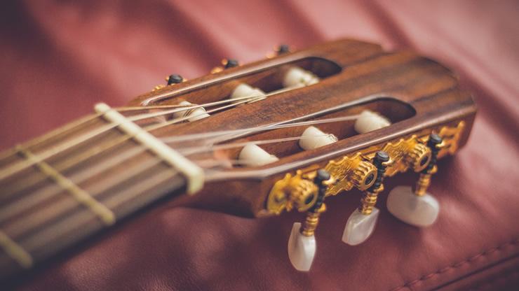 弾かないときや保管時は弦を緩めるべき?のアイキャッチ画像