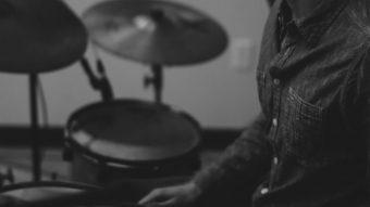 スネアドラムにディストーションをかけてライブ感を演出のアイキャッチ画像